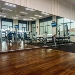 Lustra na salach treningowych wspomagają indywidualny trening