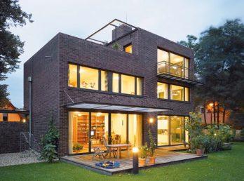 DEU, Potsdam, 7.9.2006, Einfamilienhaus in Potsdam; Abb. farblich optimiert. Abb. auf 30% verkleinert.