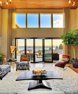 Piękny salon w luksusowym domu- drzwi harmonijkowe