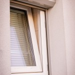Okno - niezabezpieczona piana poliuretanowa.
